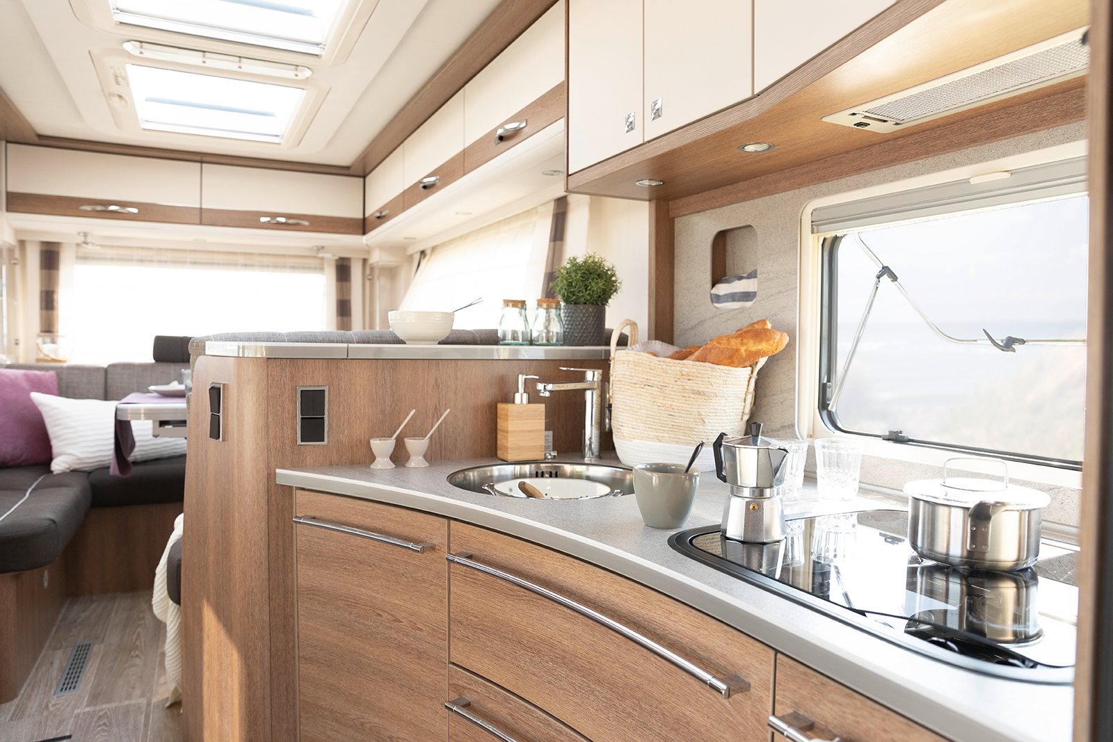 Welcome to the premium class: exclusive GourmetPlus kitchen with large drawers and XXL fridge / freezer combination • A 7820-2 | Virginia Oak | Amaro