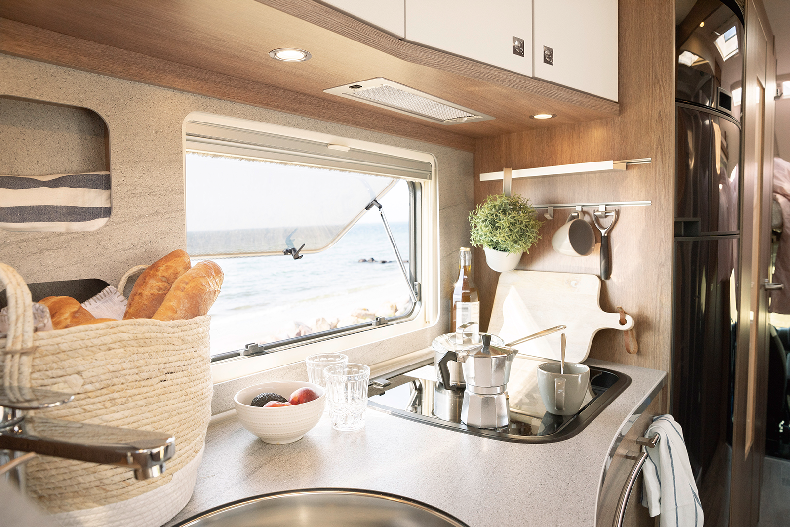 Pure holiday feeling: even when cooking you can enjoy a unique view thanks to the large panoramic windows